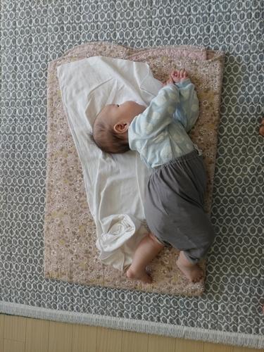 24개월 아기의 더 어렷을적 사진그리고 현재 사진들